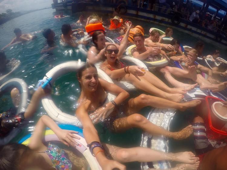 floating-bar-in-nha-trang
